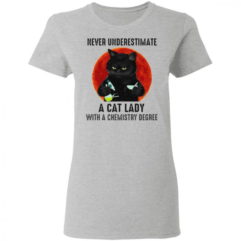 Never Underestimate A Cat Lady With A Chemistry Degree T-Shirt