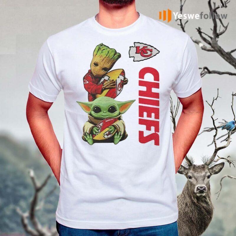 Baby-Yoda-And-Baby-Groot-Hug-Football-Kansas-City-Chiefs-shirt
