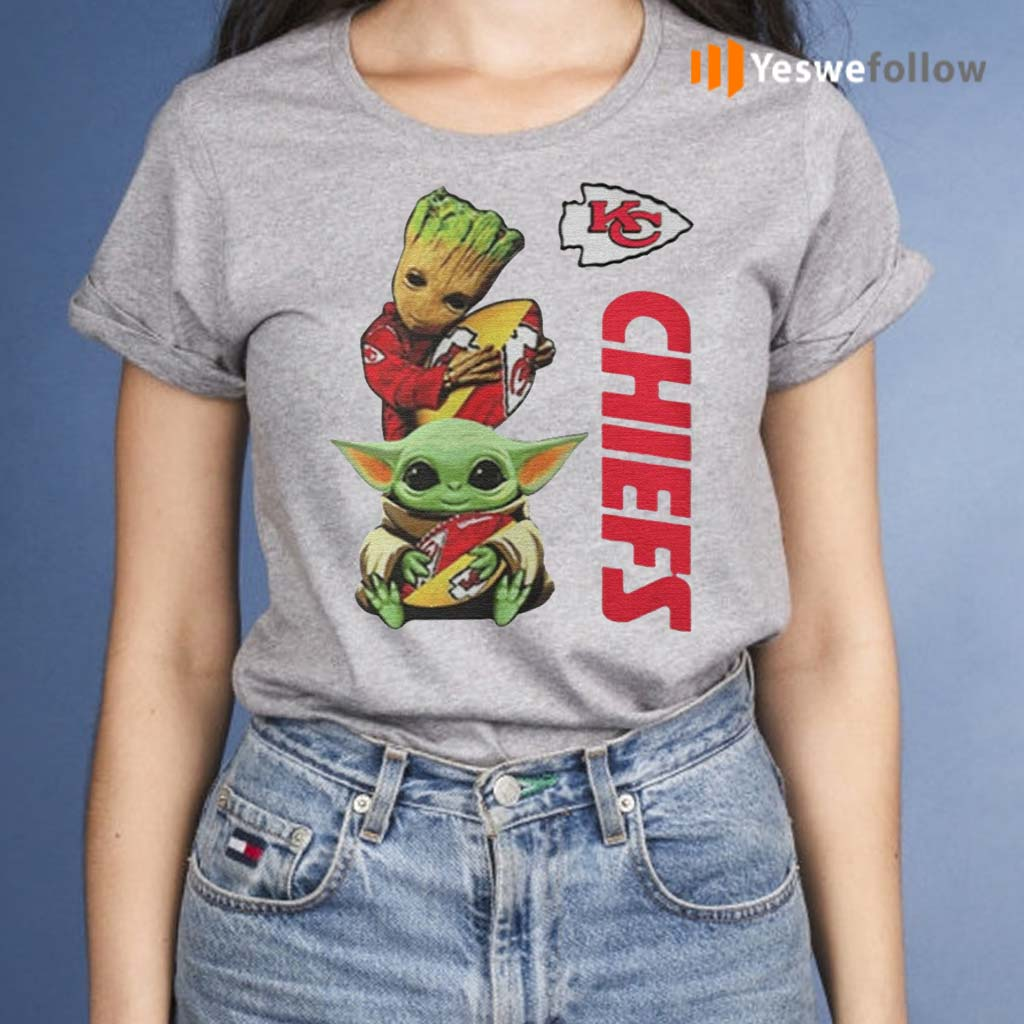 Baby-Yoda-And-Baby-Groot-Hug-Football-Kansas-City-Chiefs-shirts